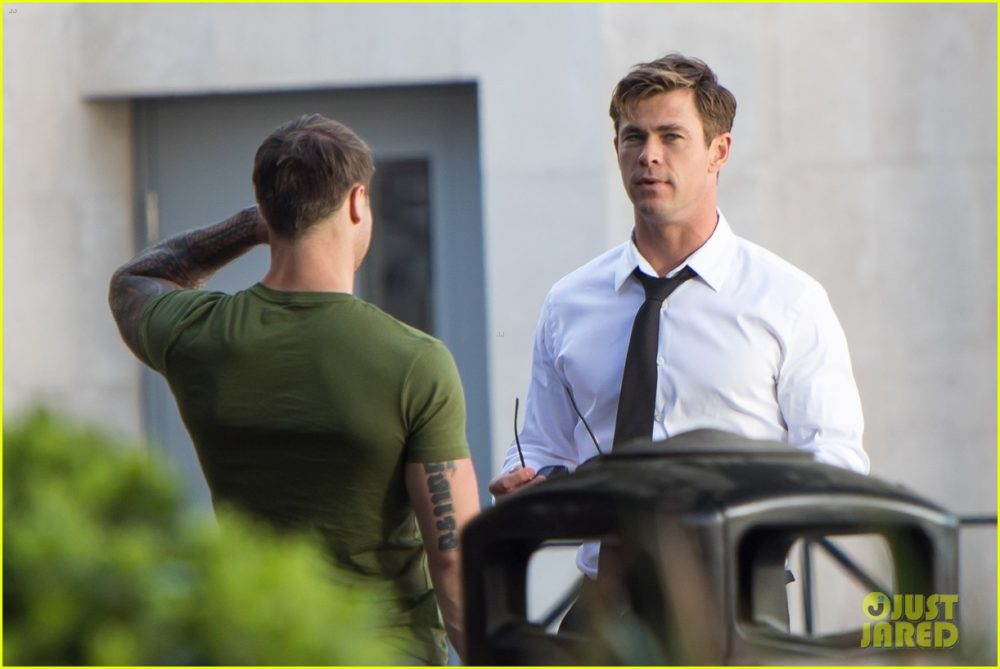 """<span class=""""entry-title-primary"""">Filming Begins on Men in Black Reboot</span> <span class=""""entry-subtitle"""">Chris Hemsworth has suited up</span>"""